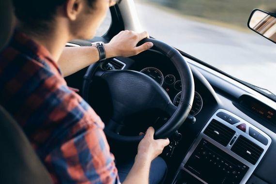 連休はどこも混雑……車の渋滞を回避する方法を専門家に聞いた