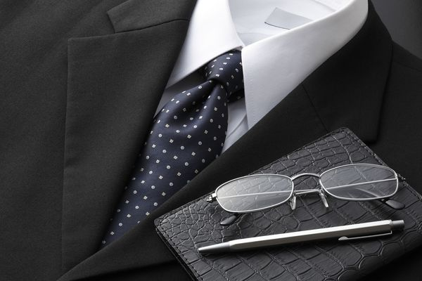正しいスーツ選びの基本とは? 自分の体型に合ったスーツを着よう【デキる新人になる! ビジネスファッションのキホン】