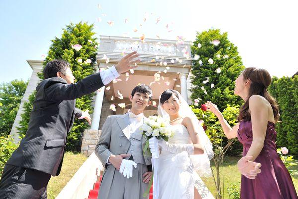 結婚式にふさわしいネクタイの色とは? 基本のマナーを知ろう