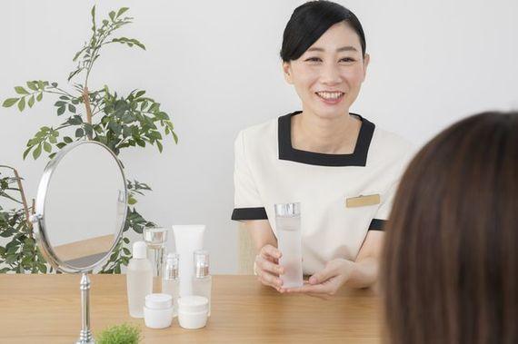【バイト体験談】お客さまも自分もきれいになれる! 化粧品販売のアルバイト【学生記者】