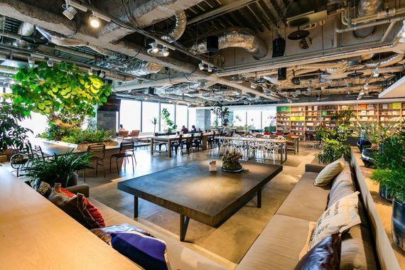 アダストリアのオフィスはおしゃれ好きのオアシスだった?! カフェに卓球……おしゃれで個性的な職場に潜入【女子大生の妄想オフィス体験】