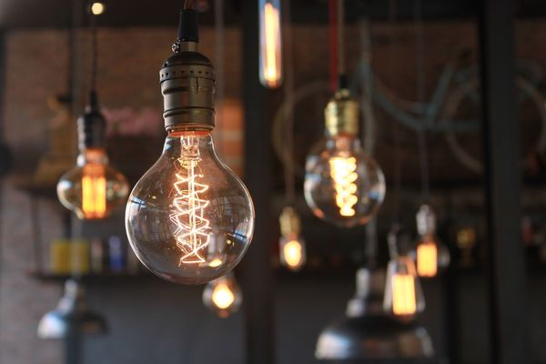「ライバルのネガキャン」「動物に電気イス」あまり知られていない、偉人「エジソン」の意外な事実