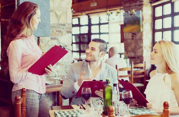 男性にどこまで求める? 社会人女性に聞いた、男性が率先してやってくれるとうれしい紳士的行動