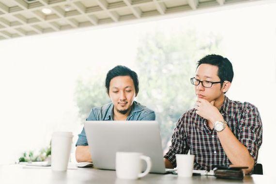 勉強、事業に大忙し! 学生時代に起業を決断した人たちの経歴とは