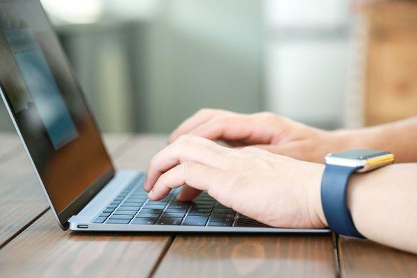 大学生のパソコン利用実態! 毎日PCを使う人は約4割 | 大学入学・新 ...