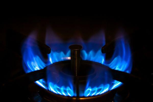 一人暮らしの電気代、平均はなんと〇〇円?! 電気・ガス・水道代の合計は?