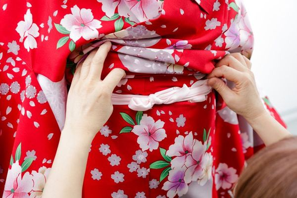 卒業式に備えよう! 自宅でできる袴の着付けのコツ