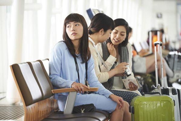 一緒に海外旅行に行きたくない友人の特徴5選「海外なのにケチ」「すぐに『疲れた』」