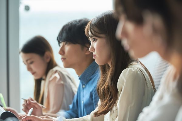 社会人が思う本当に「意識の高い」学生とは? 「学業に熱心」「将来のビジョンが明確」