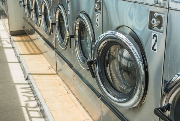 「洗濯機の取り合い」「入浴が慌ただしい」『大学の寮生活』のあるある20選