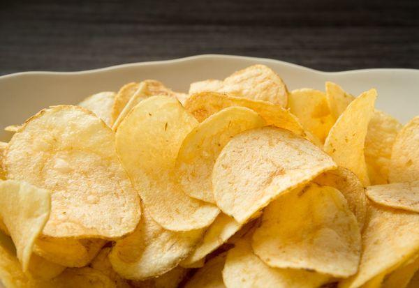 ほんとにおいしいお菓子のアレンジレシピ! 「トマトにポテチとチーズでチン」「かっぱえびせんグラタン」