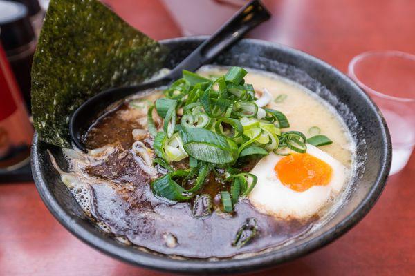 「プリンの中央にアリ」「餃子の中に石」......。食べ物に異物が混入していてビックリした経験は?
