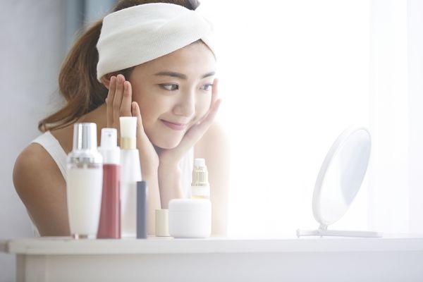 「化粧水を3回塗る」「炭酸水で洗顔」......。これだけは外せない! 冬場のスキンケアのポイントは?