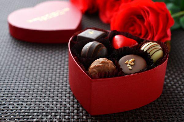 女性必見! 男性が喜ぶ「高級チョコ」ランキング。あのブランドが圧倒的人気!