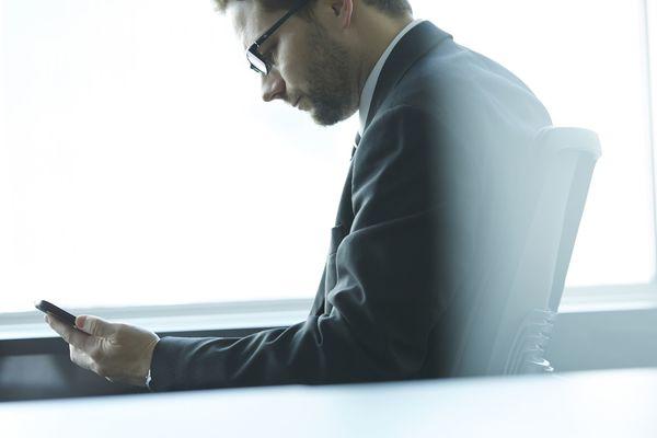 8割以上が「NO」! 上司にLINEを教えない理由「仕事と私生活は分けたい」「休日にも容赦なく連絡がくる」