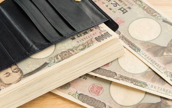 大学生に聞いた、憧れの「年収1000万円」ってどんなもの? 「牛丼屋には行かない」から「高級車を何台も所有」まで