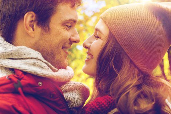 付き合ってから最初のデートでキスは早すぎる?→問題ない:63.5%「付き合った時点でOK」