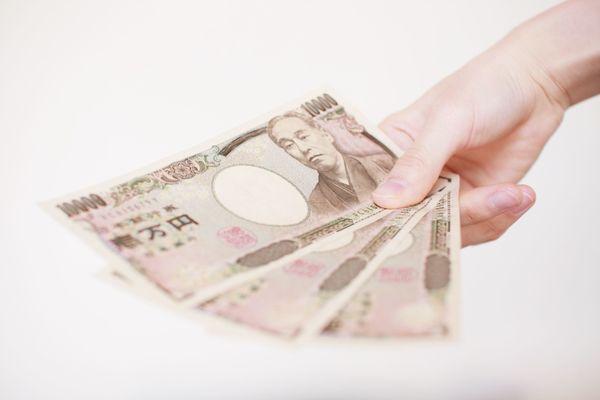 大半が5万円以内、社会人歴に比例。独身実家暮らしが家に入れている金額は?