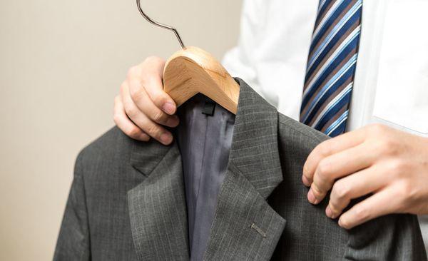 家庭で簡単にできる! プロに聞いた、スーツを長持ちさせるお手入れテク
