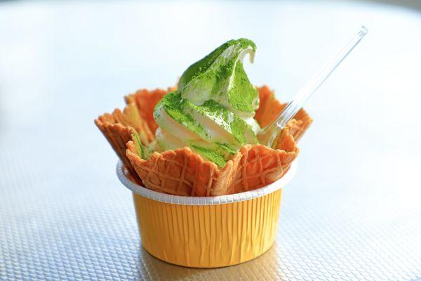 旅先で見つけたご当地ソフトクリーム「ソフトクリームの上に温泉卵」「静岡バナナワニ園のドリアンソフトクリーム」