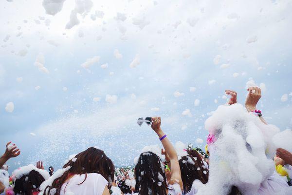 「色のシャワー」「仮装が楽しい」マラソン+フェス! 海外発、最高に楽しいランニングイベントがじわじわ流行中