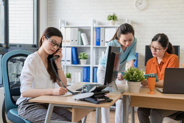 オフィスでの存在感アリとナシ、得するのはどっち?「アリ:54.4%→困ったときに助けてもらえる」