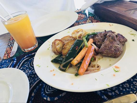死ぬまでに行きたい! 海の上の絶景レストラン『THE ROCK』|#インスタ映え@アフリカ