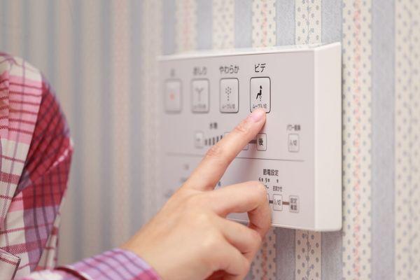 自宅の温水洗浄便座、あっても利用していない人が43.3%。では外出先では?