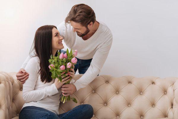 恋人にほれなおした瞬間「ピンチの時に駆けつけてくれた」「両親を大切にしている」