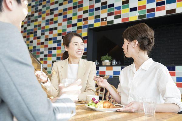 これってうちの会社だけ? ランチタイムのローカルルール「社食では知人の近くに座らない」「毎週金曜日はラーメン」