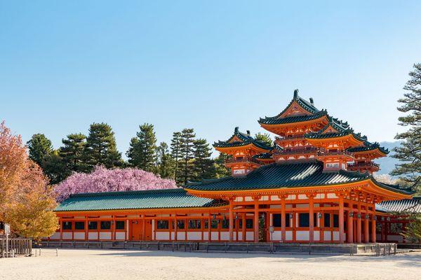 「一日中遊んでいた貴族がうらやましい」、「戦国武将になって領土を制覇したい」もし日本で生まれ変われるならば、どの時代に生まれたかった?