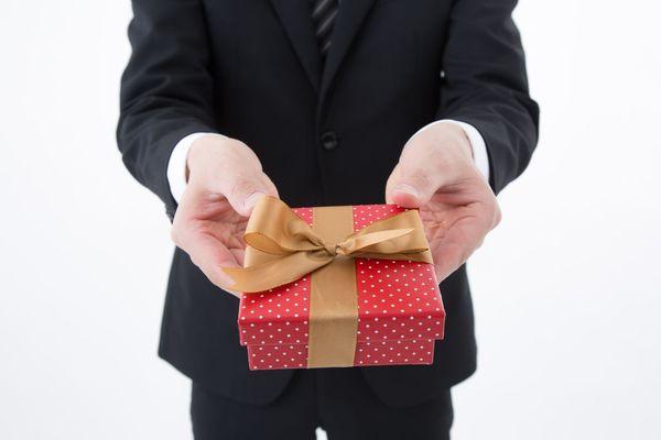 ホワイトデーにおすすめの贈り物15選! 【職場編】