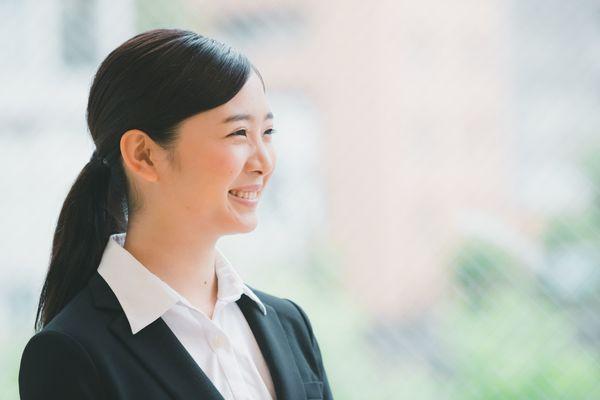 就活の証明写真で相手に好印象を与える髪型・表情・服装のポイントを解説