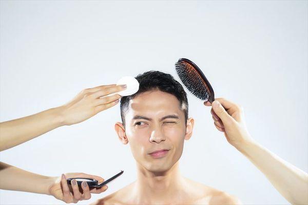就活で男性にメイクは必要? 証明写真の印象UPに使えるメンズメイク術