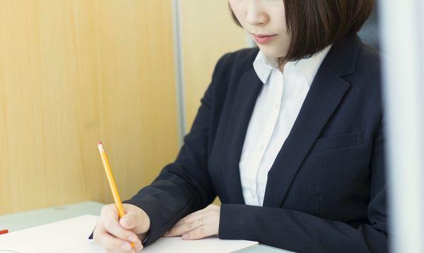 内定承諾書の正しい書き方、添え状の実例文、提出方法を紹介