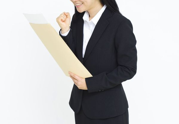 内定通知書はどう受け取る? お礼メールの書き方や紛失時の対応を解説