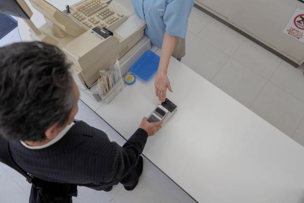 【まとめ記事】コンビニでの電子マネーの活用法、使える種類、チャージ方法、注意点を解説
