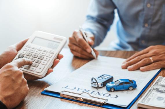 自動車保険は年払いと月払いどちらがおすすめ?メリット・デメリットを解説