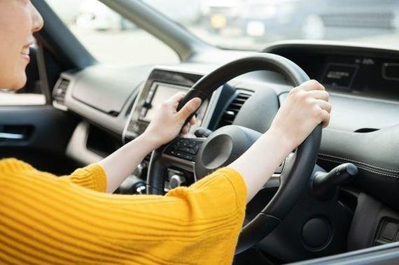初めて自動車保険に加入する際の流れは?手続きの方法や必要書類について解説