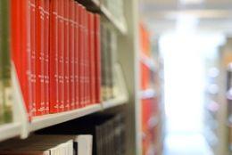 【Q&A】図書館でDVDを観れると聞いたのですが、本当ですか?